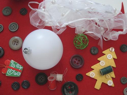 15 décorer une boule avec des boutons  Webzine Café Du Web