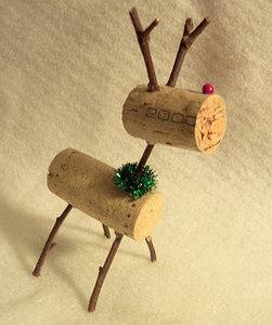 Recyclez vos bouchons faites des d corations de no l - Fabriquer un renne de noel exterieur ...